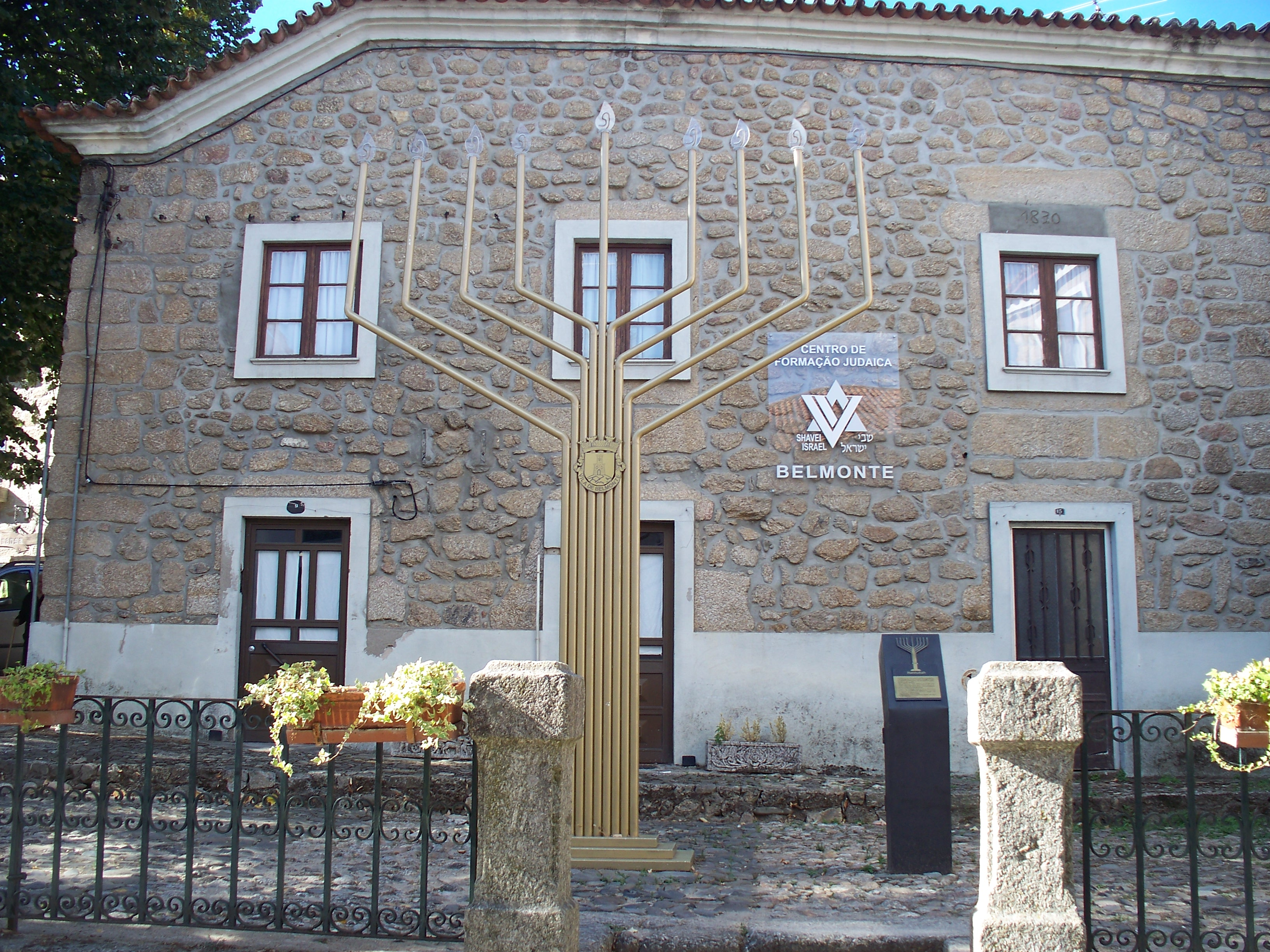Both Belmonte and Castelo de Vide have active Jewish museums these days.